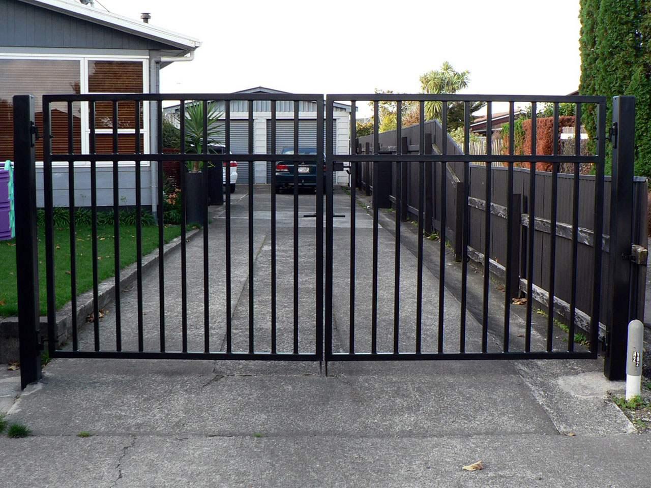 C Amp R Engineering Ltd Driveway Gates